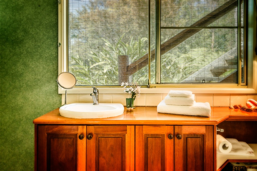 The Grevillia Room Bathroom, North Farm Loving Nature Retreat Space
